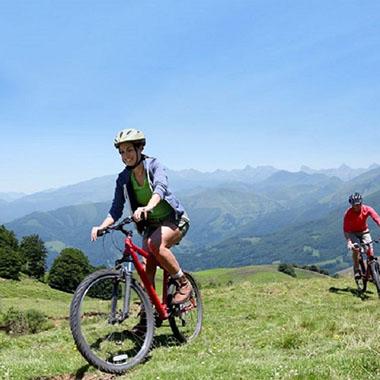 Fahrradtouren mit Mountainbike und Rennrad durch die Berglandschaft des Elztals im Süd-Schwarzwald
