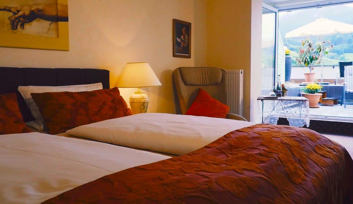 Ausstattung des Doppelzimmers Sonnenterrasse in Winden im Elztal im Süd-Schwarzwald