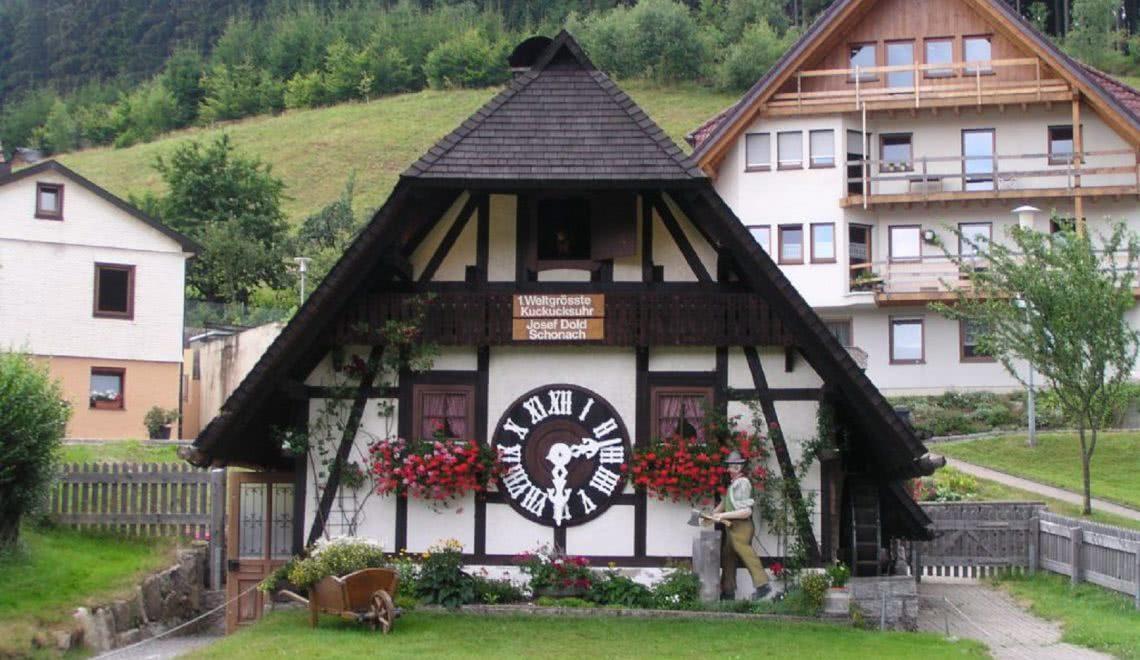 Die größte Kuckucksuhr der Welt in Schonach von Josef Dold