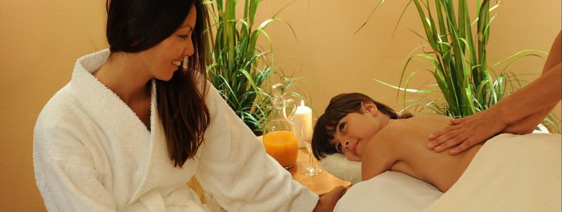 Speziell auf Kinder zugeschnittene Öl-Massage in der Pension am Rain