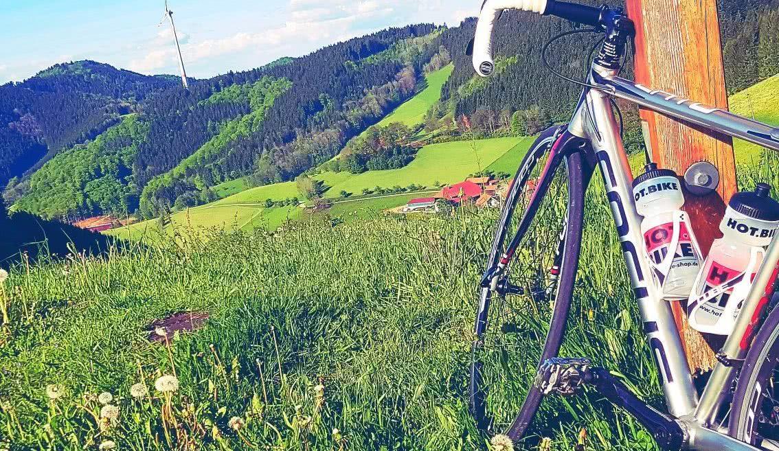Aussichtspunkt auf einer Rennradstrecke im Süd-Schwarzwald