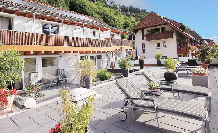 Große Terrase der Pension am Rain für erholsame Sonnenstunden