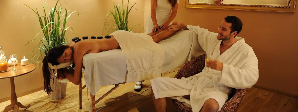 Wellnes-Massagen zu zweit mit einer Partnerbehandlung in der Pension am Rain
