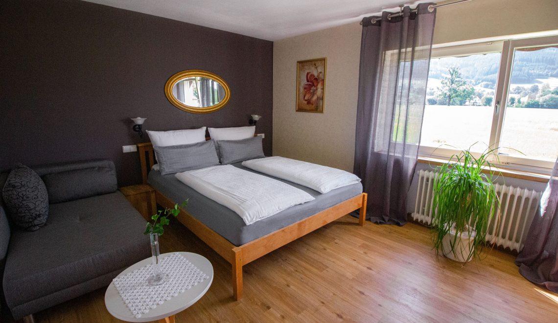 Schlafzimmer der Ferienwohnung Blumenmatte, Pension am Rain