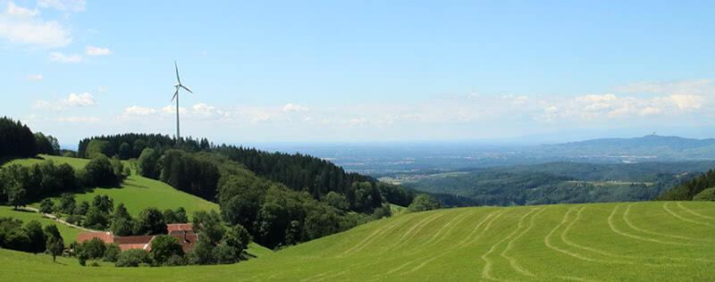 Aussicht von Freiamt bis zum Kaiserstuhl auf dem Zweitälersteig