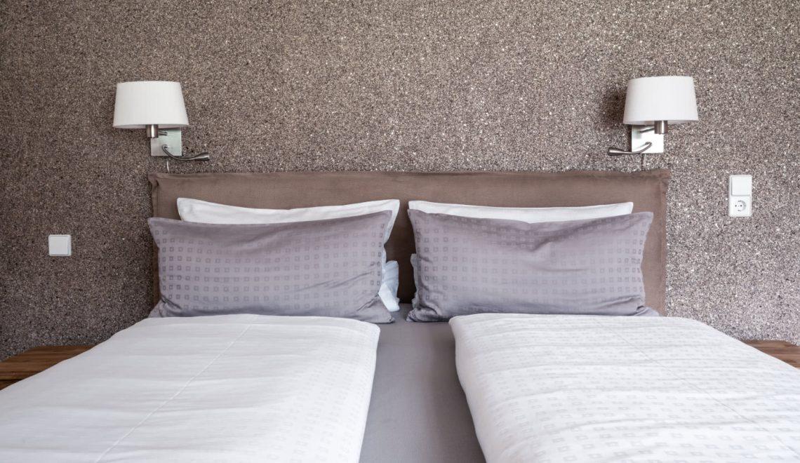 Doppelbett Dreibettzimmer Hörnleberg Pension am Rain
