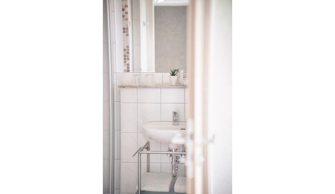Badezimmer des Doppelzimmers Blumenmatte