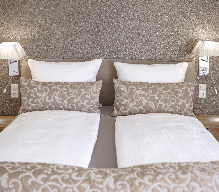 Doppelbett im Doppelzimmer Blumenmatte